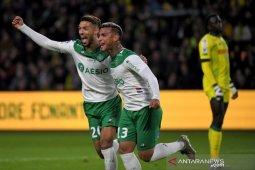 Saint-Etienne jungkalkan Nantes 3-2