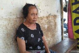 Penjual sayur di Meruya Utara disiram cairan kimia