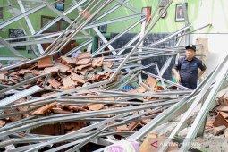 Cari tersangka korupsi kasus SD ambruk, Polda Jatim geledah Dispendik Kota Pasuruan