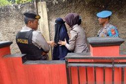Polisi Cianjur pulangkan DK istri terduga teroris DS