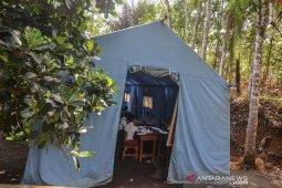 Sekolah Belajar di Tenda Darurat