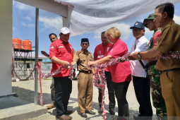 PMI serahkan bantuan fasilitas puskesmas pembantu untuk korban bencana di Donggala