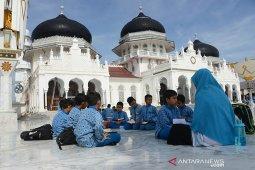 Belajar alam terbuka di Masjid Raya
