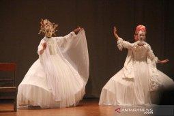 Kolaborasi seniman tari  tujuh negara tampil di ISI Denpasar