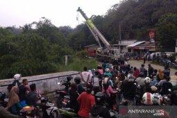 Truk tambang terjun ke jurang di Bogor berhasil dievakuasi