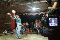 Seni Tari dan Api Unggun Lepas Tim Sosialisasi FCPF Carbon Fund