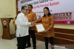 74 orang pendonor darah sukarela PMI Kota Tangerang diberi penghargaan