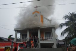 Gereja GKE Putussibau Kalbar terbakar