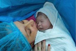 Seorang ibu melahirkan di kamar mandi RSUD