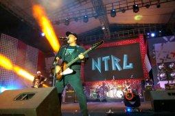 Grup rock NTRL sapa penggemar di Kota Ambon