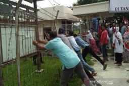 Demo IKBAL di PT PAG berakhir ricuh