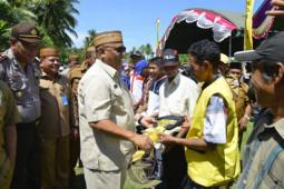 Pemprov Gorontalo salurkan bantuan ke Kecamatan Tolinggula