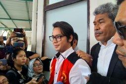 Aktor Kris Hatta divonis lima bulan penjara