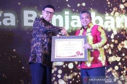 Wali Kota Banjarbaru terima dua penghargaan sekaligus