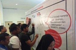 Karyawan dan peserta BPJS Ketenagakerjaan Jambi tandatangani dukungan anti korupsi