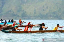 Lomba perahu tradisional meriahkan Festival Danau Lut Tawar