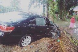 Mobil orang tua Bupati Dharmasraya kecelakaan