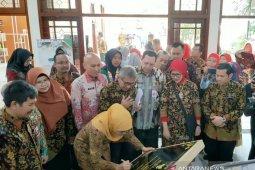 Kembangkan OPOP, Gubernur Jatim resmikan Unusa AFC