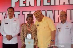 1.000 warga Gorontalo menerima sertifikat tanah gratis