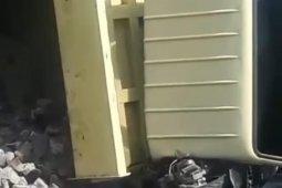 Pemotor tewas tertimpa truk angkutan batu