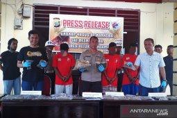 Polisi buru warga PNG pengedar ganja di Teluk Wondama