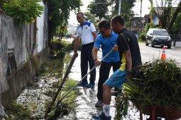 Prajurit TNI AL kerja bakti bersihkan Kota Sorong