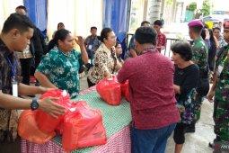 Ratusan warga Kota Sorong padati pasar murah BUMN