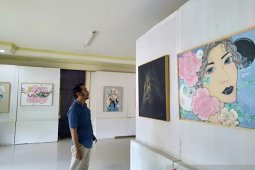 Dua pelukis beda gaya gelar pameran di Taman Budaya