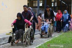 Puluhan disabilitas ikut simulasi evakuasi gempa