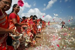 'Saya masih takut' - Asia kenang tsunami yang merenggut 230.000 jiwa