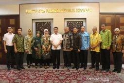 Wali Kota Bekasi bertemu Moeldoko bahas kartu sehat