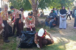 Puluhan Pramuka bersihkan Pelabuhan Ulee Lheue