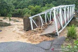Tujuh rumah hanyut akibat luapan air sungai di Sumsel