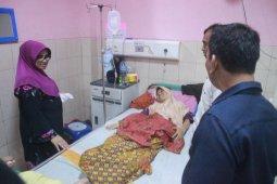 Ketua TP-PKK serahkan tali asih untuk pasien rumah sakit di malam pergantian tahun