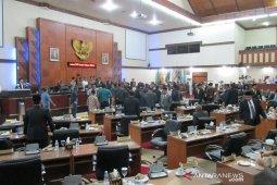Sidang DPR Aceh berlangsung ricuh