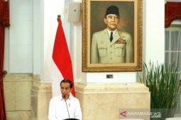Presiden Jokowi saksikan pengucapan sumpah hakim MK