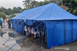 210 siswa SD Cirimekar 02 Cibinong terpaksa  belajar di tenda akibat bencana alam