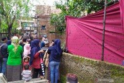 Polisi bongkar makam ibu Rizky Febian untuk autopsi