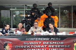 Polisi tangkap pembuat mata uang asing palsu