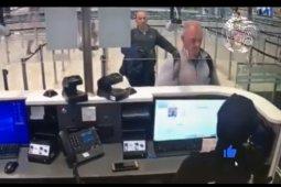 Orang yang bantu Carlos Ghosn kabur terkuak