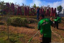 Gubernur Dominggus kerahkan pegawai bersihkan Pulau Mansinam