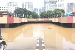 Terowongan Kemayoran Jakarta Pusat masih tertutup genangan air setinggi lima meter
