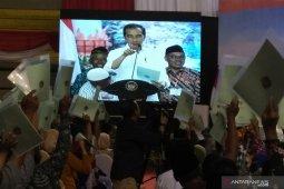 Presiden Jokowi bagikan 2.020 sertifikat tanah di Jatim