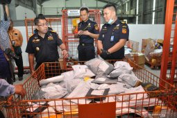 Mulai besok, Bea Cukai berlakukan aturan baru impor barang kiriman luar negeri