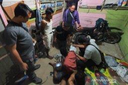 Asyik main judi tiga orang pelaku diamankan polisi Aceh Jaya