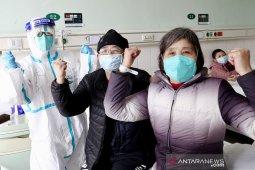 Satu keluarga sembuh dari corona kembali ke rumah di Beijing