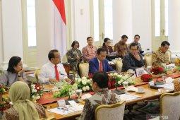 Presiden perintahkan jajaran menteri jelaskan soal virus corona ke masyarakat