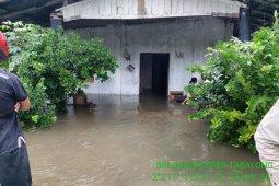 Tabalong River overflows, breaks bridges, swamps city