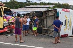 Siswa SD meninggal dunia dalam tabrakan bus sekolah vs truk