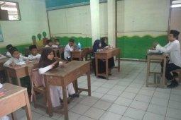Guru Madrasah Diniyah Awaliyah di Lebak hanya terima gaji Rp200 ribu per bulan